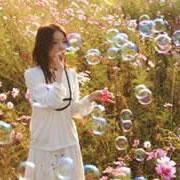 吹泡泡卡通图片_女生吹泡泡头像,阳光下吹泡泡的女生头像图片