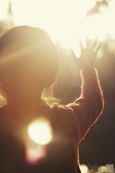 小孩的qq表情_女孩的背影图片5幅 QQ空间唯美背影图片